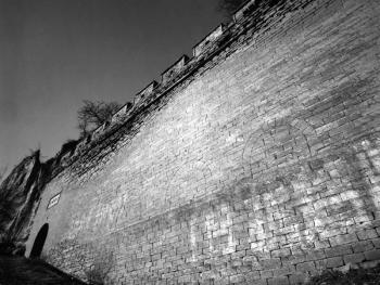 姜氏窑洞庄园的护卫墙