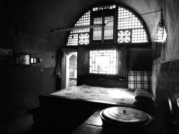 姜氏窑洞庄园的灶台和土炕