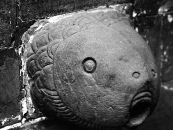 姜氏窑洞庄园的石鱼头的出水口