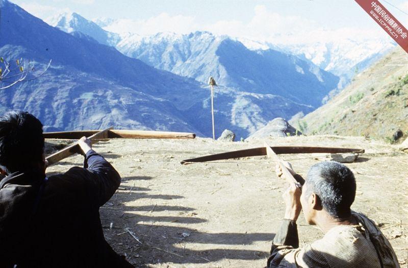 怒江/善射弩弓是怒江傈僳族男子的传统。