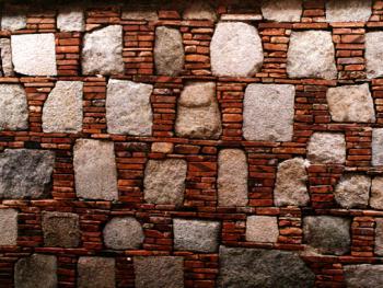 """砖与石都较为规整的组合,注意左下角那块有浮雕纹样的麻石,典型的体现""""出砖入石""""废物利用的特点。拍摄时间:1996年11月"""