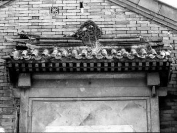 徐宅的青砖别墅顶部雕饰