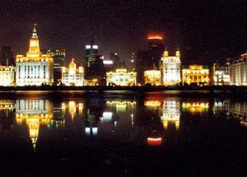 灯光灿烂不夜城