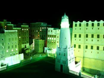 屋顶夜瞰希巴姆古城的建筑非常有趣,但是没有太多的装饰。这个城市是泥砖塔楼的集中地。那些有二、三百年历史的高高的老房子非常引人入胜