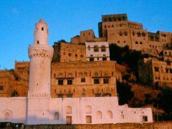 和谐也门山村的建筑通常都是非常和谐的,主要是因为这些建筑都是用石头建成。不同地区的石头不尽相同,而每个村子整体的石料颜色都保持一致