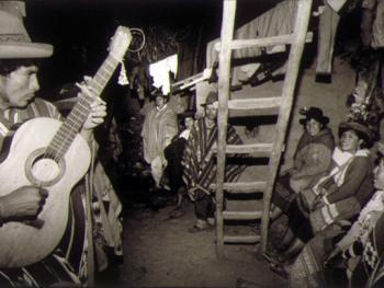 7.在晚会上弹起吉他,唱起欢乐的歌。