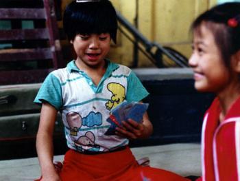 苦练中国传统杂技的孩子