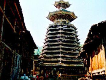 6.贵州省从江县的增冲鼓楼,是国家级文物保护单位,至少有几百年的历史, 是研究侗族社会历史及建筑艺术的珍贵材料。1996年11月,从江县
