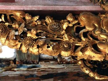 金漆木雕雀替,作于清同治九年至光绪九年间(1870-1883)。2000年,潮安