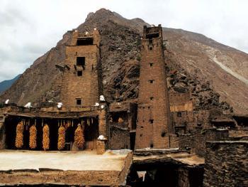 建筑艺术活化石――羌寨