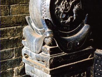 晋中古民居门口的石雕