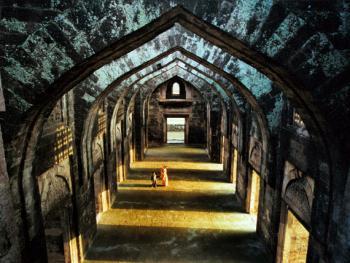 拱廊。伽哈伽宫殿华丽的拱廊