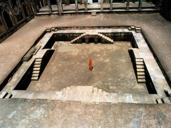 游泳池。在古代,这个游泳池是为国王和王后准备的。这是一幅美景