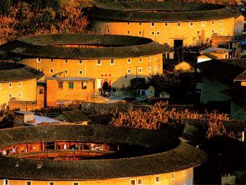 """漳州土楼气势磅礴,令人震撼,联合国教科文组织顾问称之为""""世界独一无二的、神话般的山区建筑模式"""""""