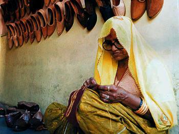 """""""莫扎迪""""――印度传统制鞋"""
