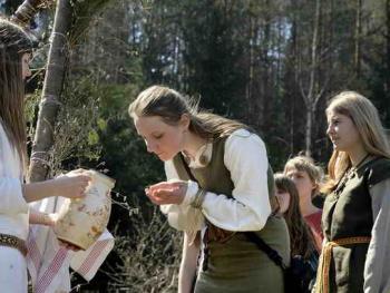 波罗的海的拜春仪式09