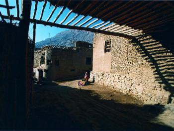 土峪沟村庄中的小巷
