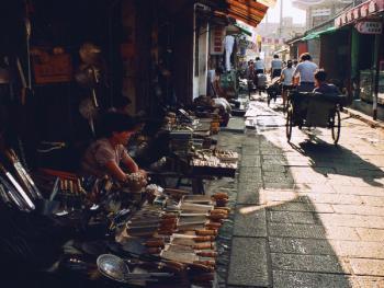 """5.富春巷开了不少有名的""""扬州三把刀""""特色店铺,吸引了众多外来客"""