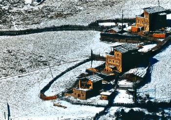 远眺嘉绒、安多藏寨06