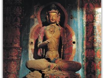 在古格各殿尚存的部分泥塑彩像,几乎都已毁坏。