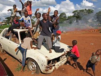 天真快乐的非洲街童