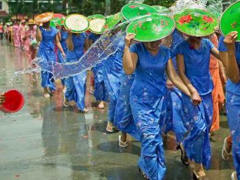 傣族泼水节2