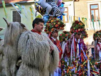 普图伊的狂欢节03