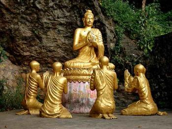 """老挝的建筑02普西山的群雕""""朝拜"""""""