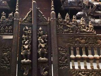 缅甸佛寺的木刻工艺11
