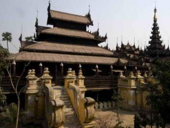 缅甸佛寺的木刻工艺01
