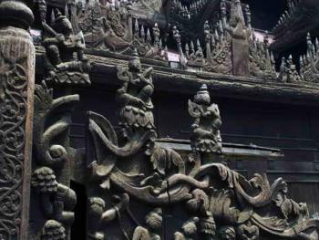 缅甸佛寺的木刻工艺03