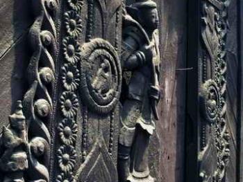 缅甸佛寺的木刻工艺04