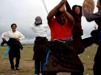 青海藏族民间传统射箭比赛10