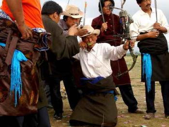 青海藏族民间传统射箭比赛11