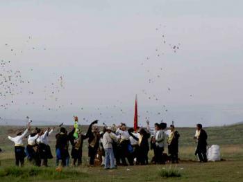 青海藏族民间传统射箭比赛01