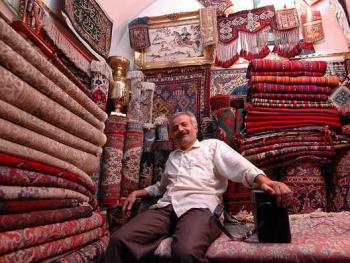 伊朗集市上的店主
