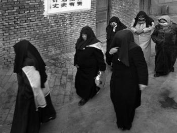 生活在喀什高台民居的穆斯林妇女10