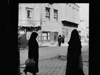 生活在喀什高台民居的穆斯林妇女03