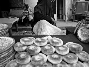 生活在喀什高台民居的穆斯林妇女06