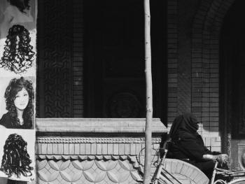 生活在喀什高台民居的穆斯林妇女07