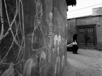 生活在喀什高台民居的穆斯林妇女09
