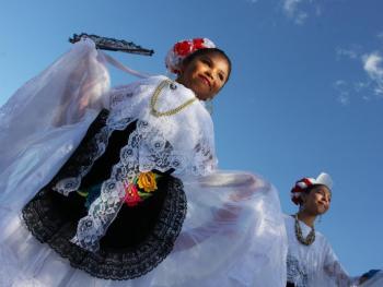 年轻的墨西哥民俗舞者08