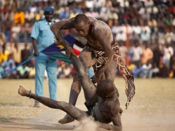 南苏丹传统摔跤10