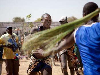 南苏丹传统摔跤05
