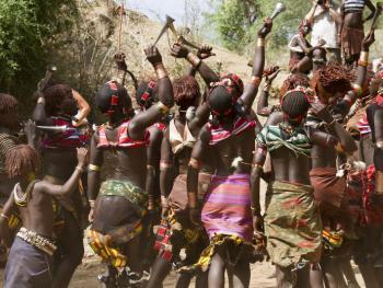 哈马尔人的跳牛仪式07