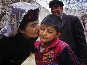 塔吉克人的亲吻礼仪12