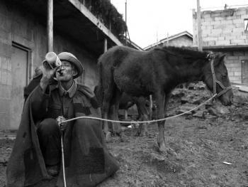 牲畜市场上的彝族人09