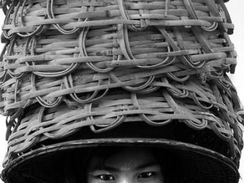 劳作中的缅甸妇女03