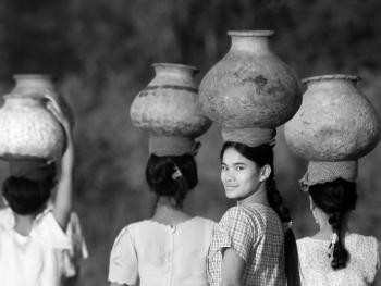 劳作中的缅甸妇女07