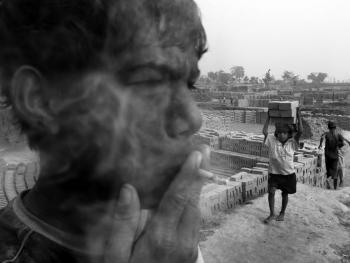 做比迪烟的儿童04